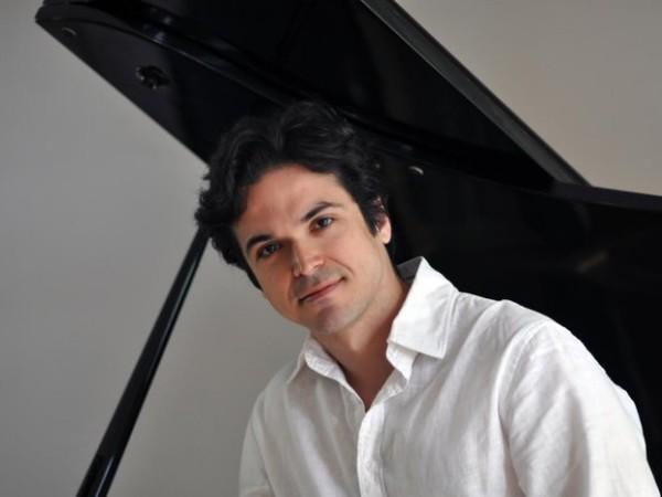 Brasileiro Luís Rabello mora na Holanda e participa como solista em concertos (Foto: Divulgação)